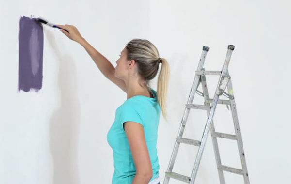 How to Repair Holes and Cracks in Plasterboard